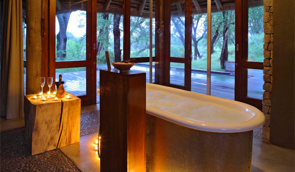 Dulini Leadwood Lodge: Suite Bathroom