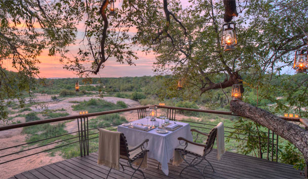 Dulini Leadwood Lodge: Dining on the Viewing Deck