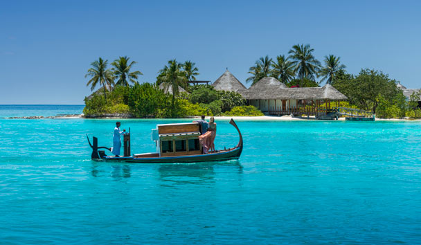 Four Seasons Resort Maldives at Kuda Huraa: Dhoni to Island Spa