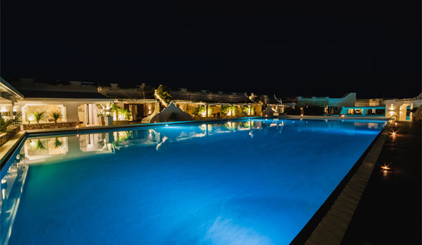La Peschiera: Swimming pool at night