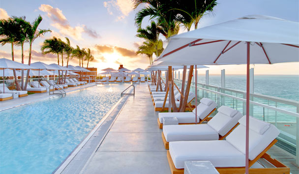 1 Hotel South Beach: Rooftop Pool At Sunrise