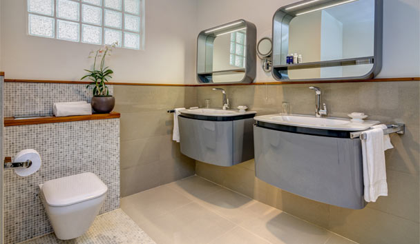 Calabash Luxury Boutique Hotel: Junior Suite bathroom