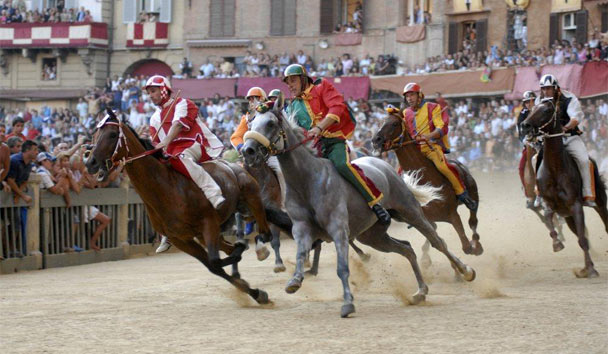 Valentine's Day in Italy: Passion of Palio