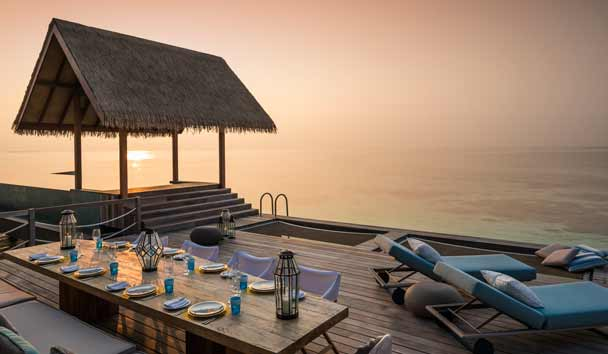 Four Seasons Private Island Maldives at Voavah: Outdoor Deck