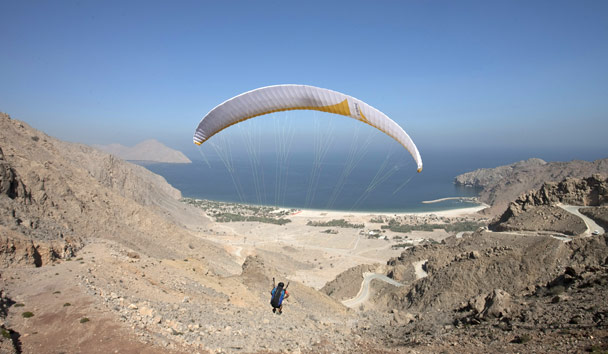 Six Senses Zighy Bay: Paragliding