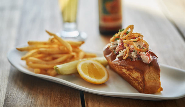 Pendry San Diego: Pool House lobster roll