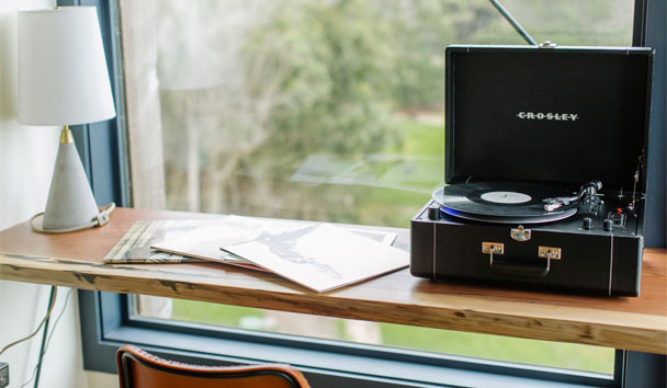 Timber Cove: Guestroom record player
