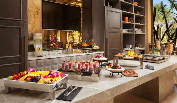 The Canyon Suites at The Phoenician: Canyon Lounge breakfast