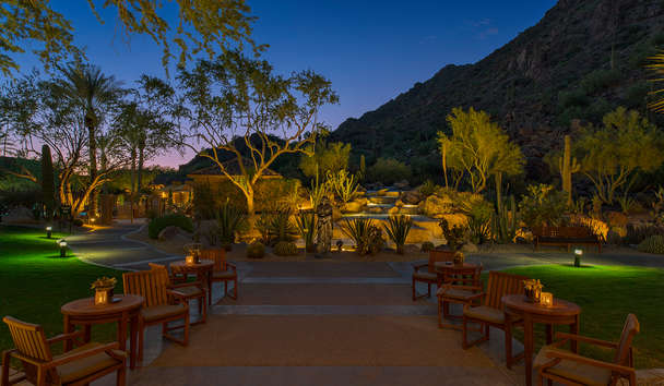 The Canyon Suites at The Phoenician: Canyon pathway
