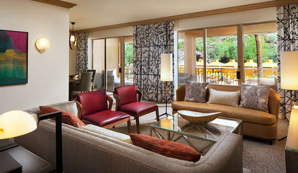The Canyon Suites at The Phoenician: Canyon Suites living room