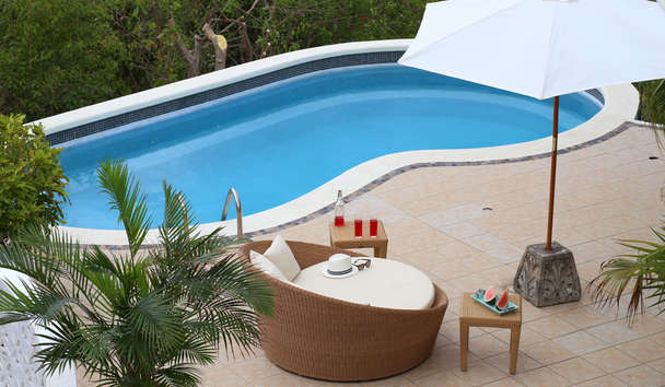 BodyHoliday: Villa Firefly Pool