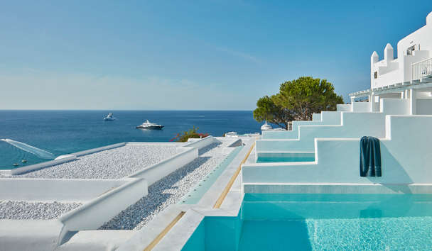 Myconian Ambassador Hotel Relais & Châteaux: White Bliss Room with Private Pool