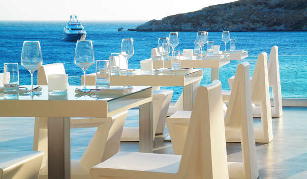 Petasos Beach Resort & Spa: Alfresco Dining