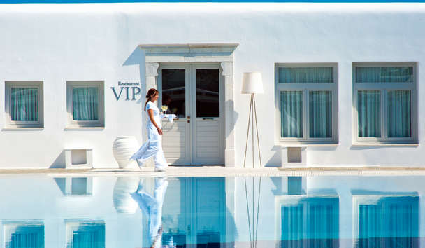 Petasos Beach Resort & Spa: Waitress Service