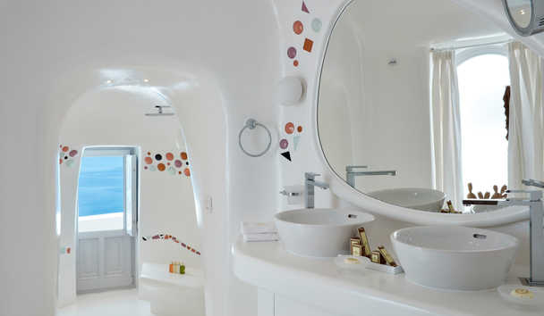 Canaves Oia Sunday Suites: Honeymoon Suite Bathroom