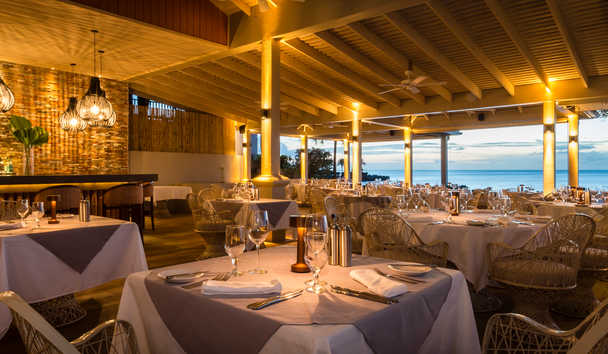 Blue Waters Resort & Spa: Cove Restaurant