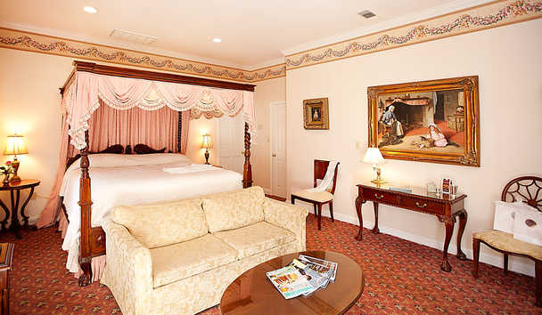 Monmouth Historic Inn: Deluxe King Suite