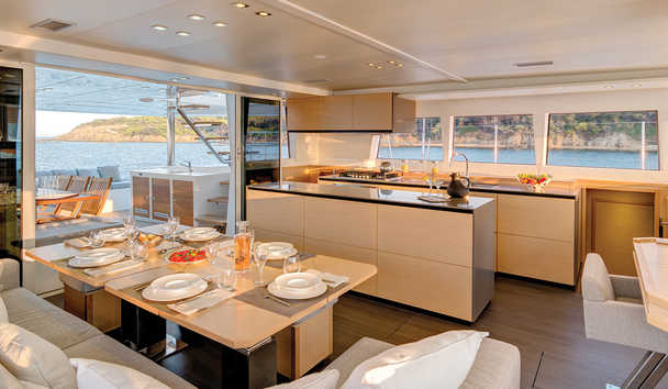 Dream Yacht Charter: Dining Area