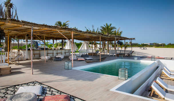 Zaya Nurai Island: Beach club
