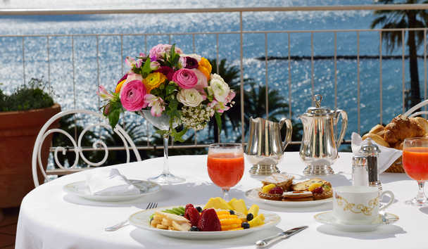 Royal Hotel Sanremo: Breakfast on the Terrace