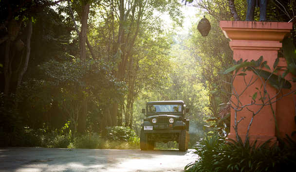 Anantara Golden Triangle Elephant Camp & Resort: Jeep Arrival