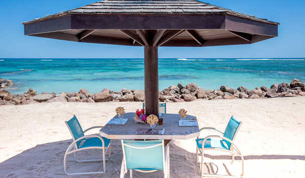 Nisbet Plantation Beach Club: Beach dining
