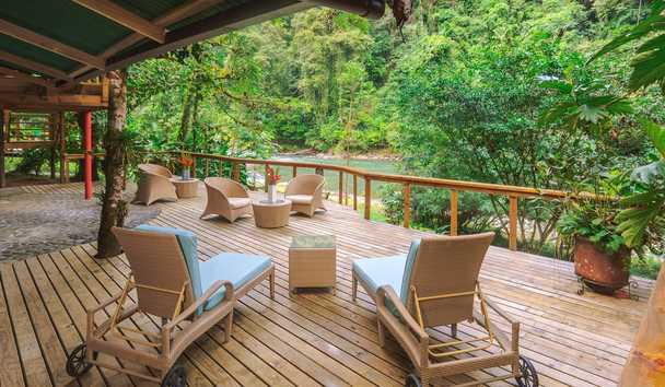 Pacuare Lodge: Outdoor seating