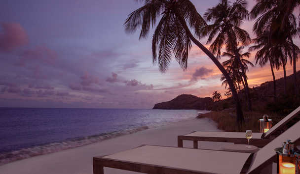 The Liming, Bequia: Beach at sunset