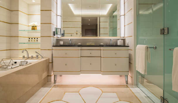 Waldorf Astoria Beverly Hills: Deluxe King bathroom