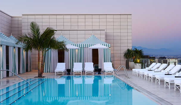 Waldorf Astoria Beverly Hills: Pool cabanas