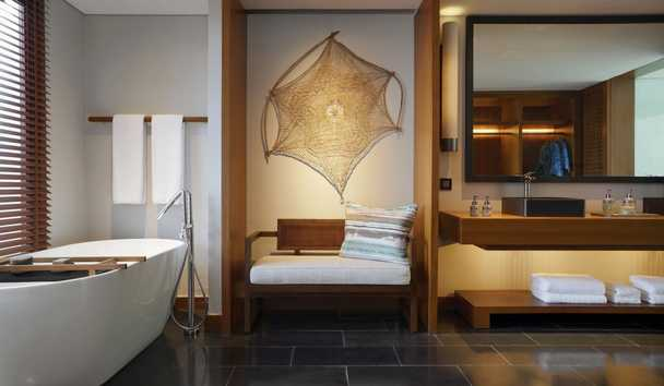Six Senses Uluwatu: Cliff Pool Villa Bathroom