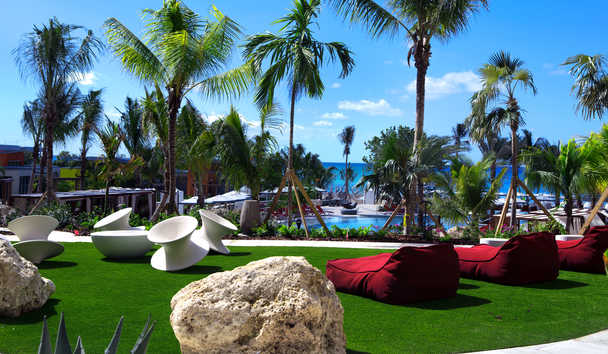 Kimpton Seafire Resort & Spa: Swimming Pool Area