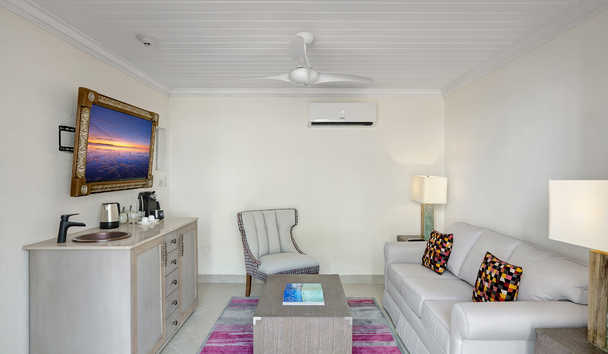Treasure Beach by Elegant Hotels: Garden View Junior Suite - Living Area