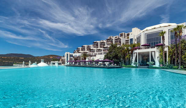 Kempinski Barbaros Bay: Infinity Pool