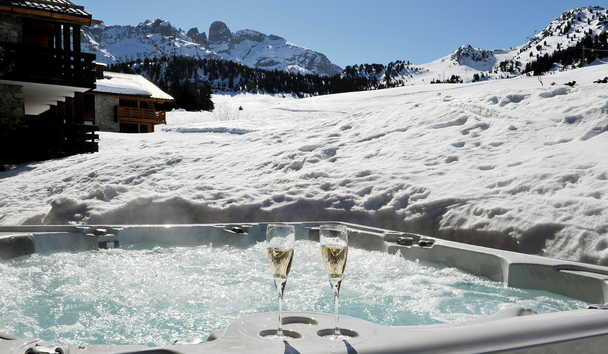 Portetta Hotel and Mountain Lodges: Outdoor Hot Tub at Lodge