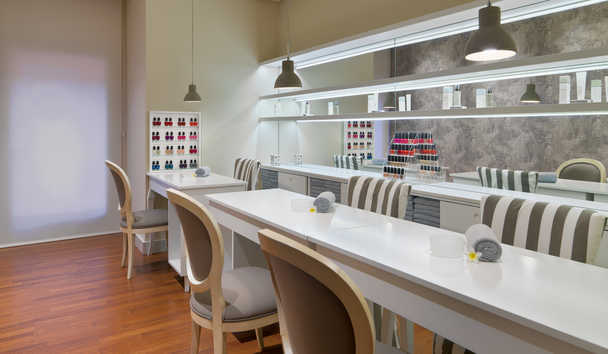 The Ritz-Carlton, Abama: Manicure Room