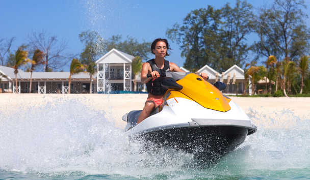 Thanda Island: Watersports