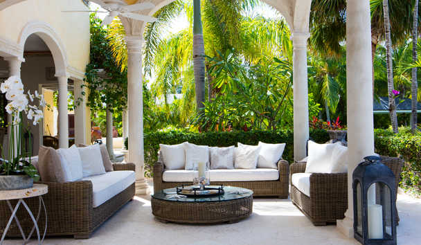 La Casa Estate House at Jumby Bay Island: Outdoor Sitting Area