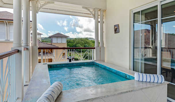 The Landings Resort & Spa by Elegant Hotels: Balcony with Plunge Pool