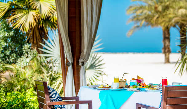 The Ritz-Carlton Ras Al Khaimah, Al Hamra Beach: Outdoor Dining