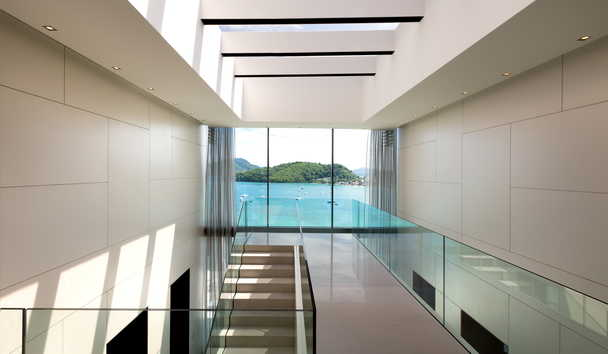 Cliff Top Residence: Atrium