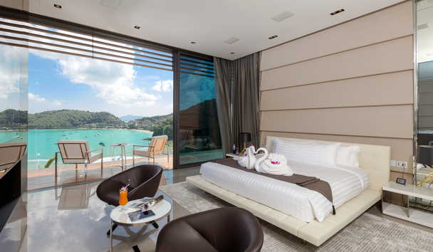 Cliff Top Residence: Master Suite Bedroom