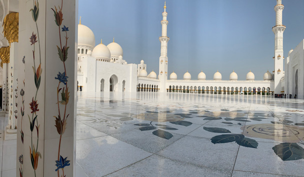 The stunning Sheikh Zayed Grand Mosque