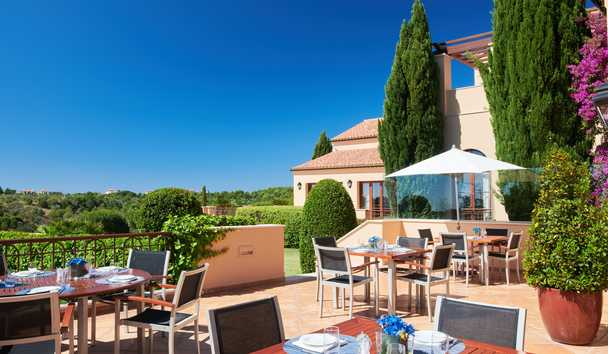 Monte Rei Golf & Country Club: The Grill Restaurant Terrace