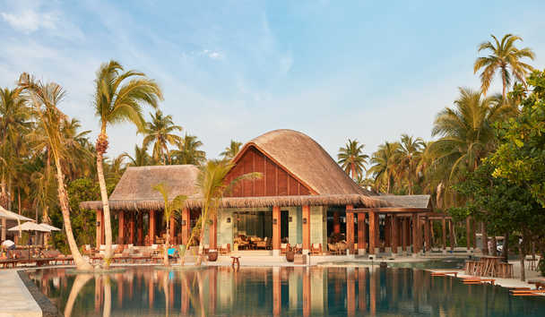 JOALI Maldives: Mura Bar and Swimming Pool Area
