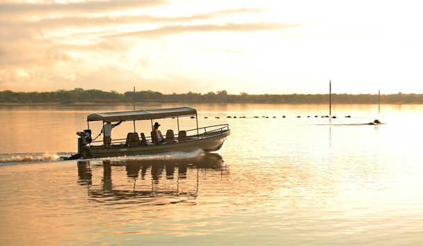 Roho ya Selous: Boating safari