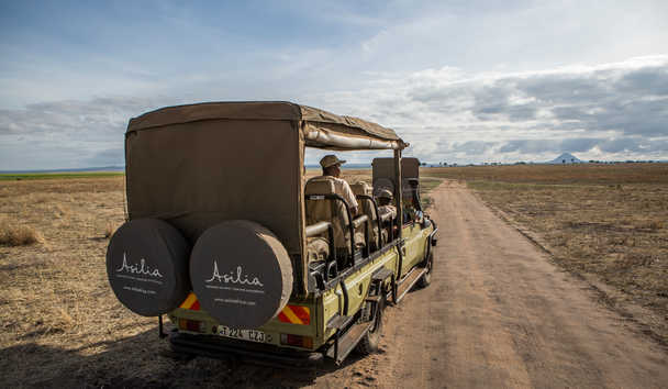 Little Oliver's Camp: Game drive vehicle